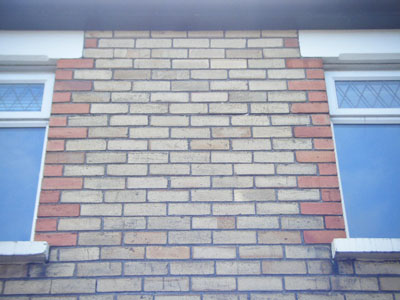 Horizontal cracks to mortar joints caused by cavity wall tie corrosion